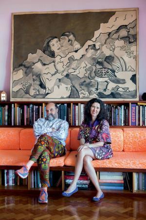 Foto do casal no apartamento deles no Rio de Janeiro